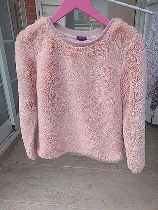 Suéter rosa de pelo para niña.