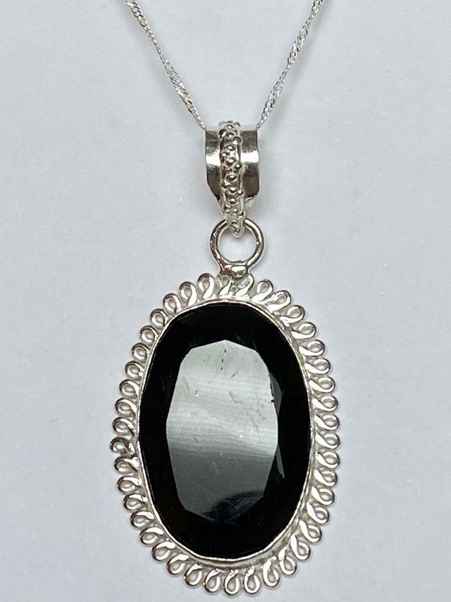 Medallon de Turmalina negra + cadena en plata ley