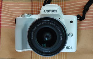 Camara canon EOS M50 color blanco