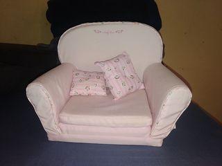 sofá bebé de juguete. baby born