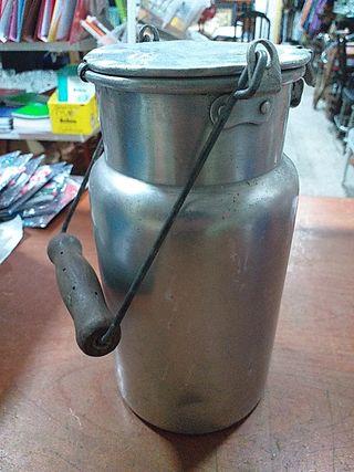 lechera de aluminio de 2 L