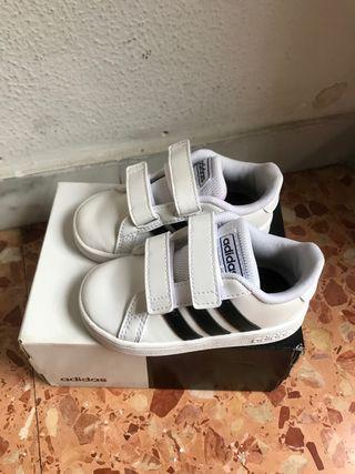 Zapatilla Adidas original niño