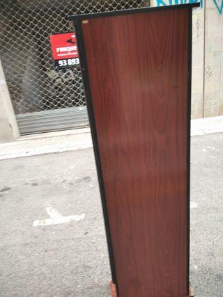 vitrina de cristal y madera