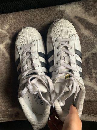 Adidas superstar talla 39 1/2