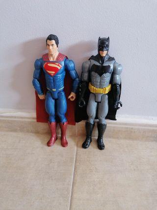 Muñecos articulados Batman y Superman