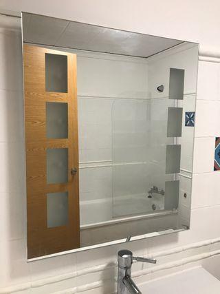 Espejo de diseño con luz interior