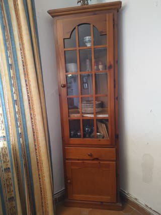 Mueble rinconera con vitrina