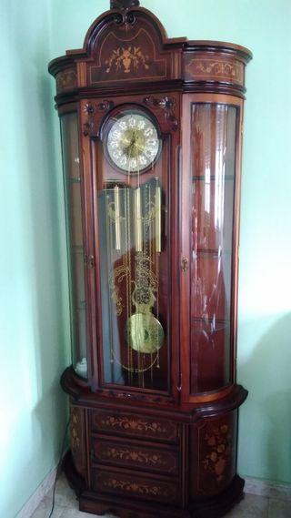 Reloj de carrillon con vitrina