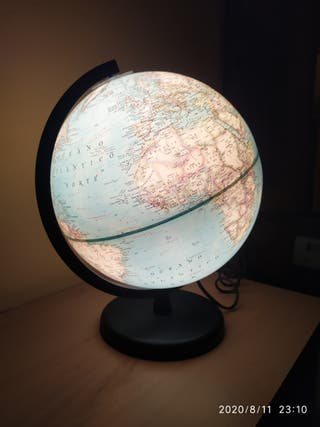 Bola del mundo iluminada National geografic