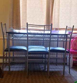 Dining table 4 chairs.the amount is negotiable