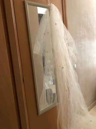 Velo de novia y cancán