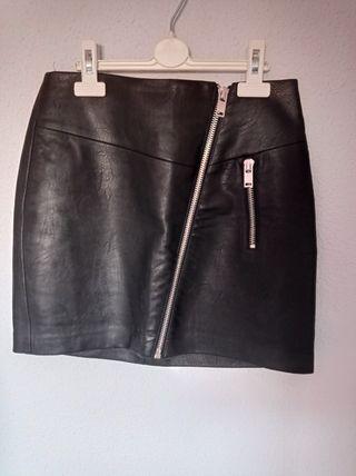 Falda de cuero stradivarius