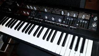 Sintetizador Roland sh-201