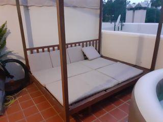 cama balinesa + mesa y 6 sillas