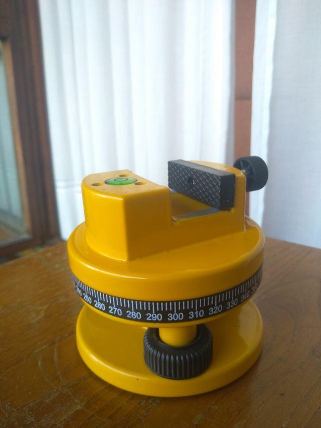 Nivelador láser con trípode y maletín