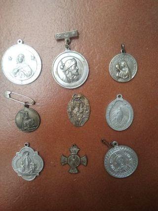 Lote de 9 medallas, colgantes religiosos