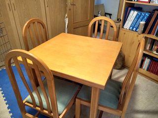 Mesa extensible comedor + 4 sillas