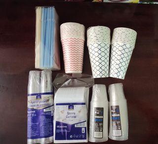 Vasos y cubiertos de plástico