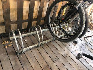 Posa bicicletas de acero