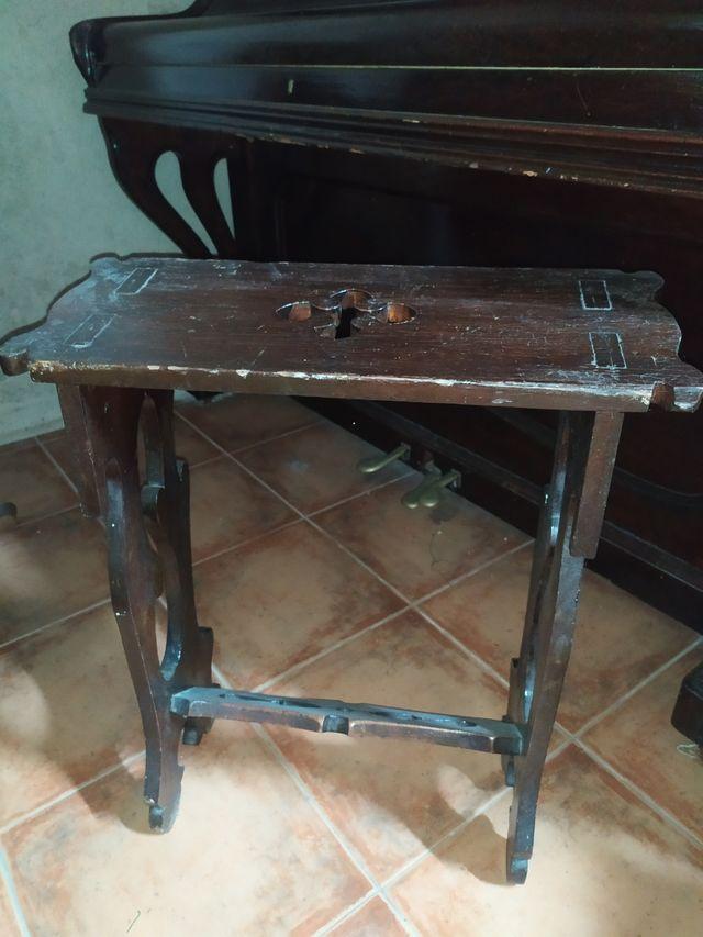 Piano de pared antiguo
