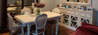 Mesa de comedor y alacena lacado blanco