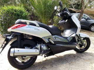Yamaha X-Max 250i