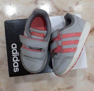 Adidas grises talla 22