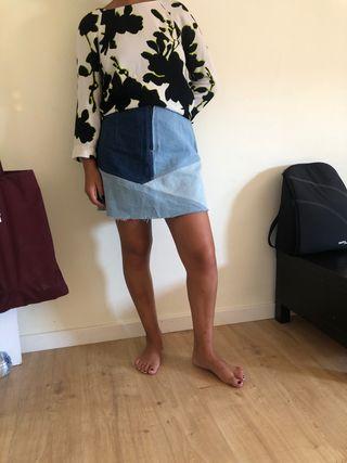 Conjunto de mini falda y blusa