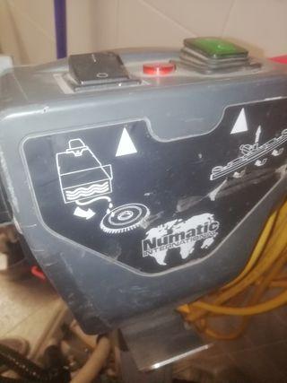 Fregadora industrial y pulidora Numatic