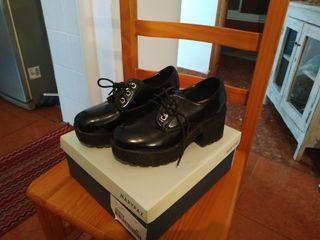 Vendo calzado Negro mujer.