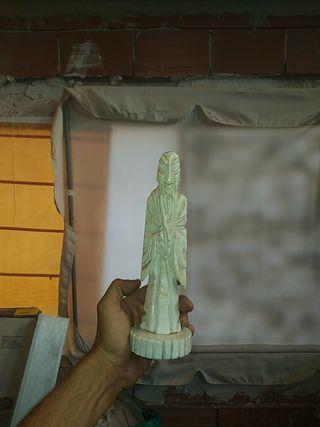 figura echa de marmol
