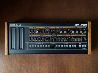Sintetizador polifónico Roland JP-08