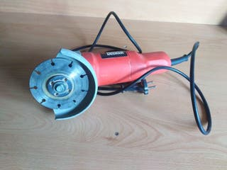 MiniAmoladora Black and Decker.
