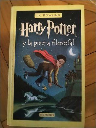 Libro escrito por J.K Rowling. Editorial Salamandr