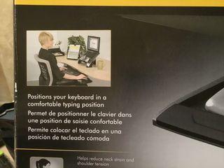 Balda inferior para teclado de ordenador