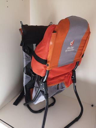 Mochila montaña porta bebé Deuter