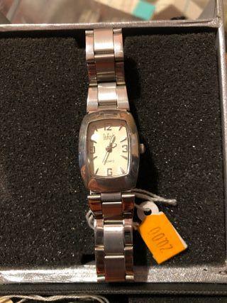 Reloj nuevo de pulsera