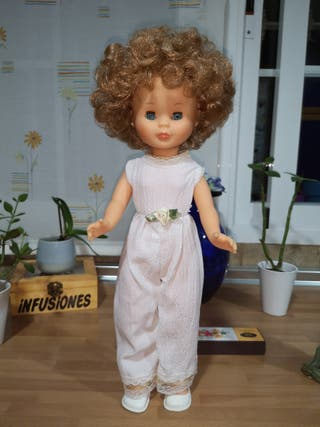 Preciosa muñeca Nancy de Famosa reedición del 2020