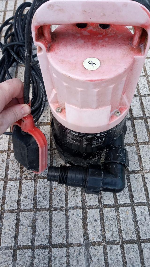 Bomba de agua sumegible
