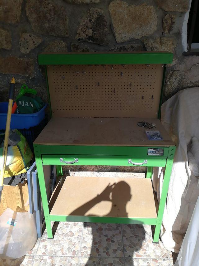 Mesa y armario de herramientas