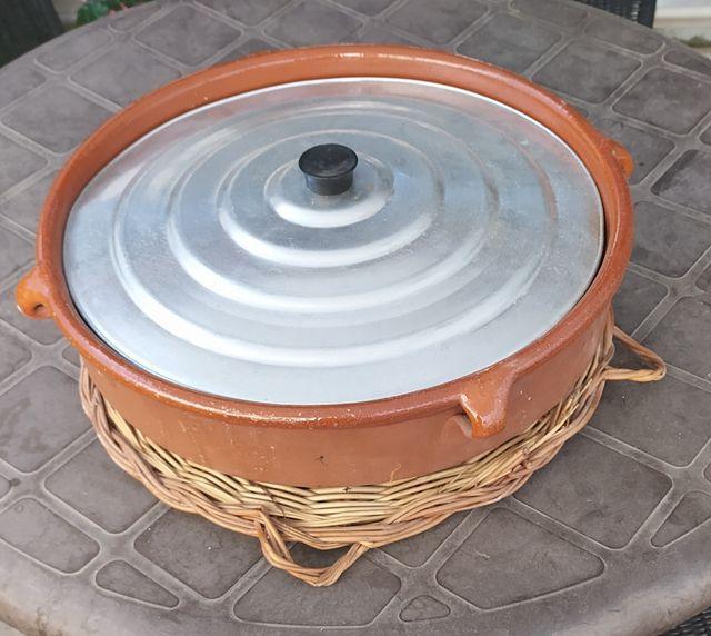 Cazuela de barro de 42 cm con tapa y salvamantel