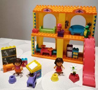 """Casa y colegio """"Dora la exploradora"""""""