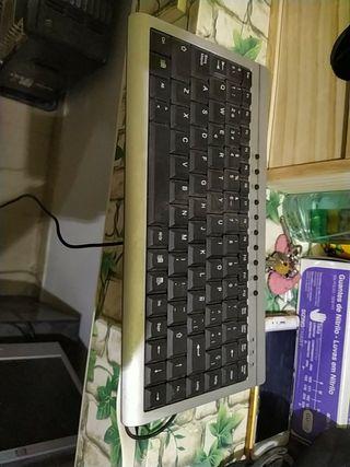teclado y monitor pc