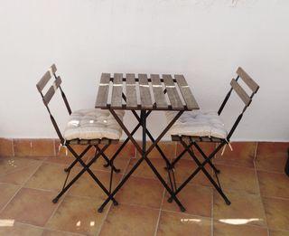 mesa y sillas terraza