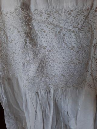 falda ibicenca larga. fino bordado en el final de