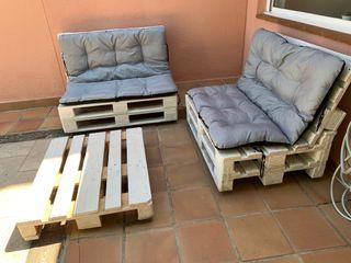 Sofás y mesa de europallets para terraza