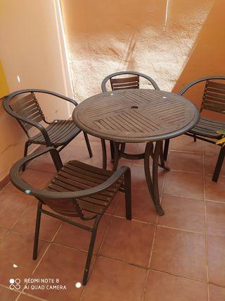 Mesa de terraza y 4 sillas