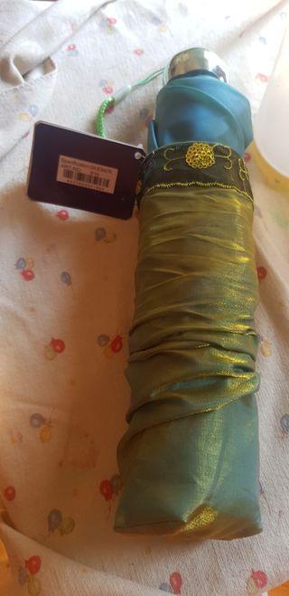 Paraguas de India bordado