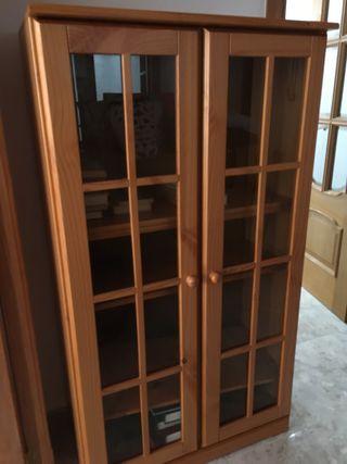 Estantería madera con puertas