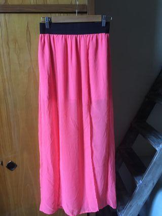 Falda larga rosa neon con tajo